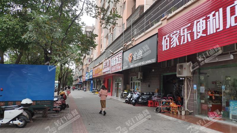 杨梅新村小区门口便利店转让可住人